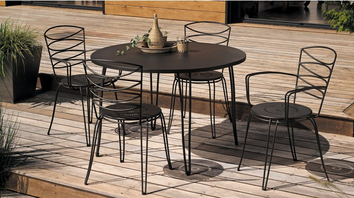 Awesome salon de jardin table ronde metal pictures for Table ronde 4 chaises