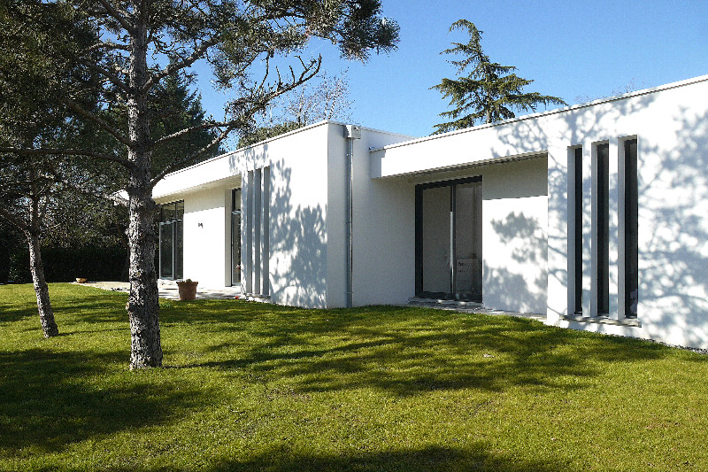 maison d architecte contemporaine plain pied mc immo. Black Bedroom Furniture Sets. Home Design Ideas