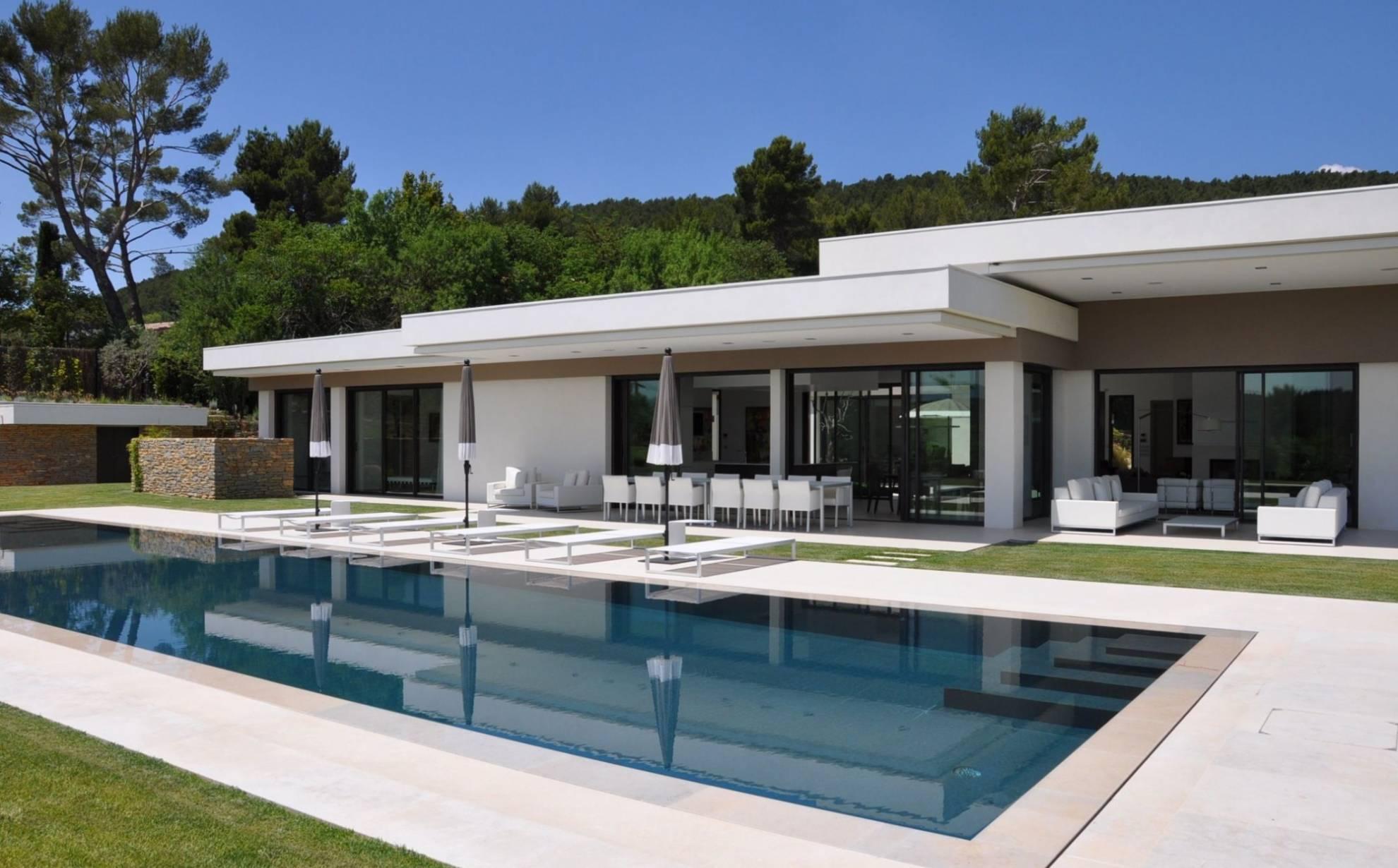 Villa basse moderne avec plan mc immo for Villa basse moderne