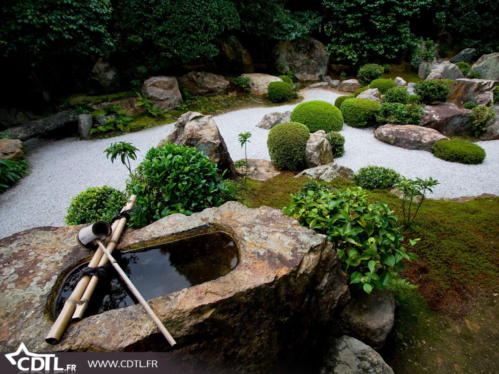 decoration jardin avec des pierres mc immo. Black Bedroom Furniture Sets. Home Design Ideas