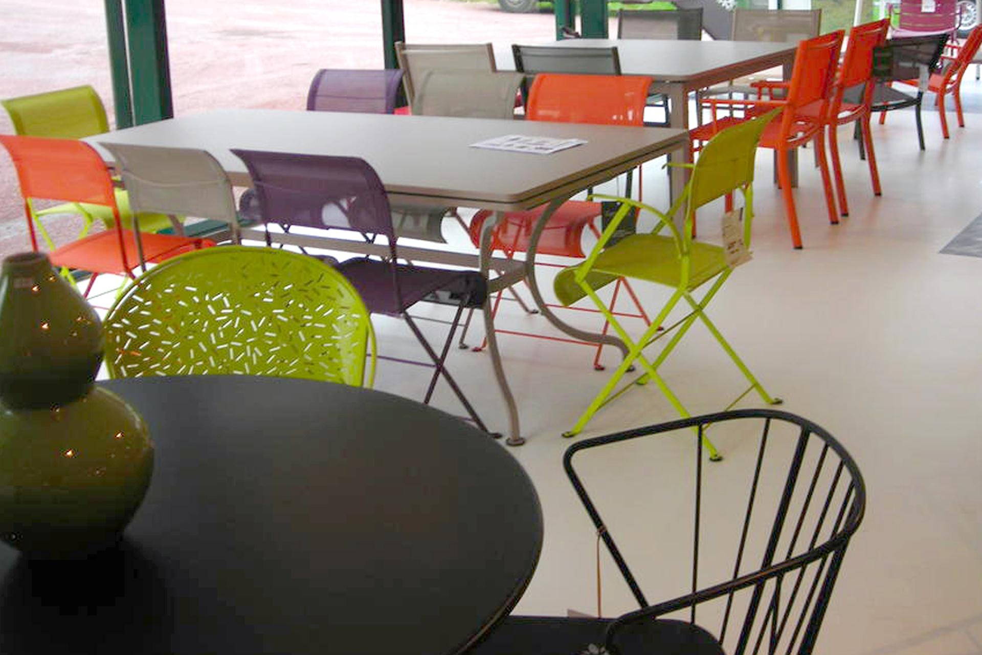 Salon de jardin en metal de couleur - Mc immo