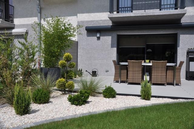 petit jardin contemporain mc immo. Black Bedroom Furniture Sets. Home Design Ideas